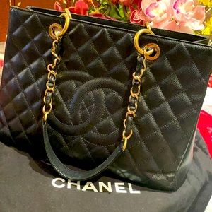 Chanel black caviar leather grand
